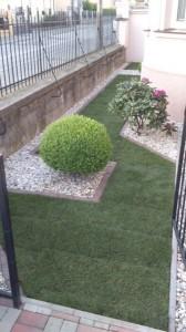 kompletna-pokladka-travovych-kobercov-so-sietami-proti-krtom-obrubnikmi-na-kosenie-tvorba-zahonov-dosadzanie-niektorych-stromov[1]